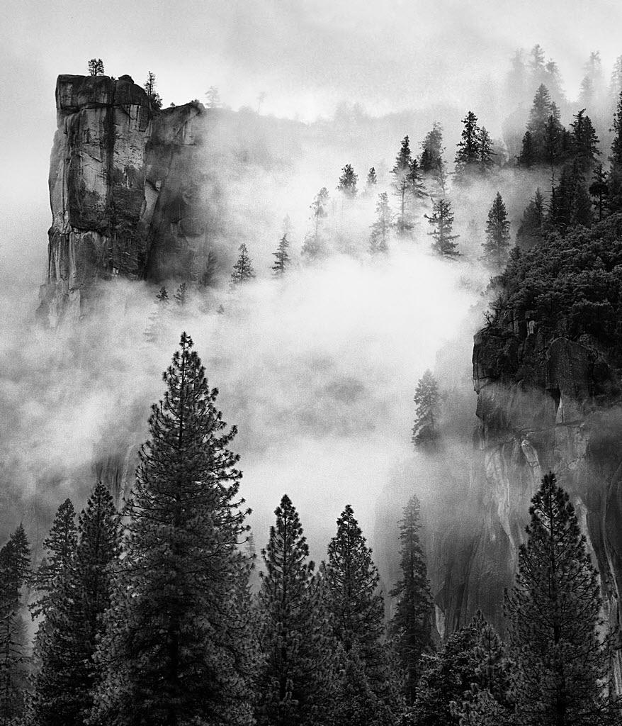 Yosemite_fog_vert_blursky-1024H